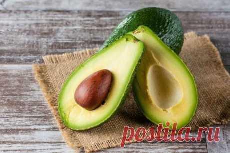 Научитесь сохранять авокадо зелёными и свежими надолго.
