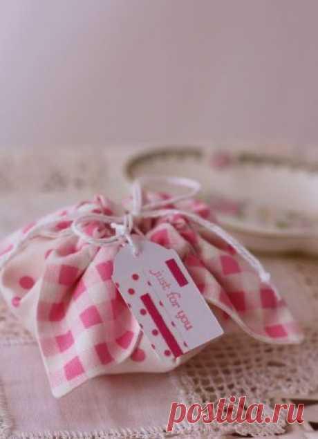 Маленькая сумочка для подарка или бижутерии из ткани — Делаем Руками