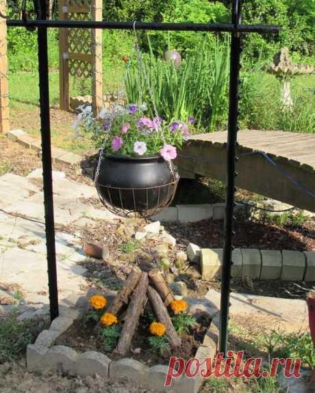 Креативные идеи для сада, заслуживающие вашего внимания Для организации пространства научастке вход идут многие предметы— ведерки, тазики, горшки. Использовать можно многое, главное, чтобы фантазии наэто...