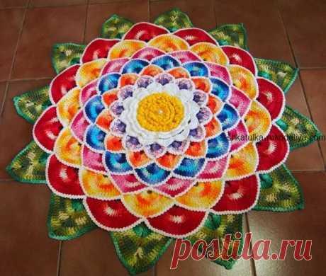 Яркий коврик Яркий коврик крючком. Коврик цветок с мастер классом для дома