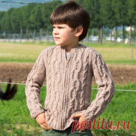 Детская кофта на молнии с рельефным узором - схема вязания спицами с описанием на Verena.ru