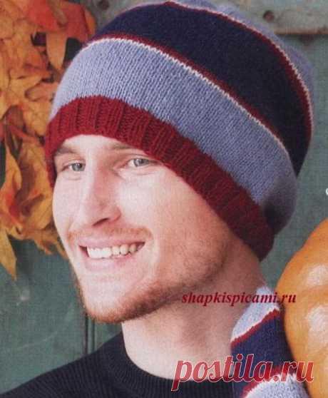 Полосатая мужская вязаная шапка бини с описанием вязания
