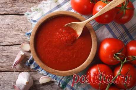 Варю томат без всяких консервантов, заливаю в пакеты и отправляю в морозилку: на все трачу всего час времени