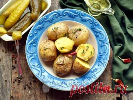 Целый картофель со специями в микроволновой печи — рецепт с фото Запеченный в микроволновке целый картофель со специями — сытное второе блюдо быстрого приготовления.