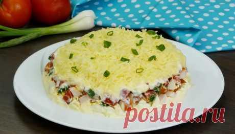 Простой, но изумительно вкусный салат «Минутка» Предлагаем вам рецепт приготовления очень красивого, аппетитного и при этом весьма простого салата: вкусный салат «Минутка» на нашем столе. Готовится он быстро и просто! Салат с копченой куриной грудкой, с помидорами и сыром, получается необычайно аппетитным, с пикантным загадочным вкусом...