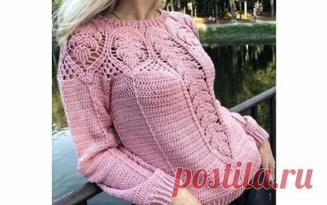Вязаный крючком пуловер с ажурными вставками