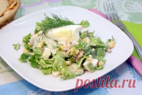 Салат с тунцом и кукурузой Этот простой и вкусный салат с тунцом и кукурузой можно очень быстро приготовить к приходу гостей.