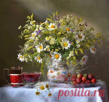 «Букет с ромашками, донником и клубникой к чаю Фото натюрморты.» — карточка пользователя дейзи *. в Яндекс.Коллекциях