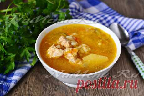 Recipe of preparation of first course for a lunch. The rassolnik with meat of chicken or pork and pearl barley prepares in the crock-pot. The useful and simple recipe with step-by-step photos.