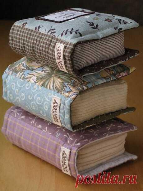 Las almohadas entretenidas de diván para el bibliófilo