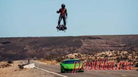 Летающий человек обогнал спортивный автомобиль (Видео) | Тысяча и одна идея