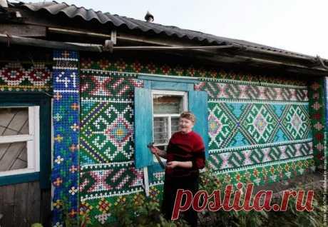Российская пенсионерка украсила свой дом необычным способом