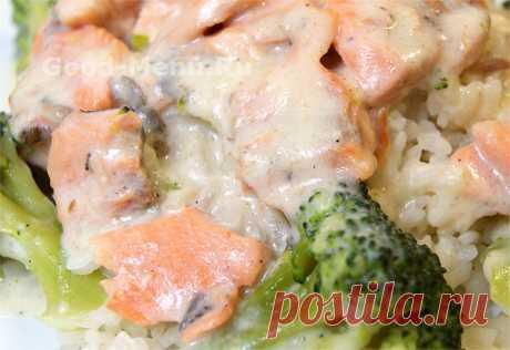 Лосось с брокколи под сливочным соусом - рецепт с фото