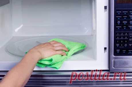 Как очистить микроволновку от жирных пятен — Полезные советы