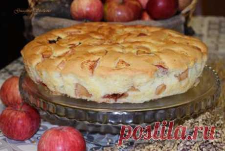 Шарлотка с яблоками и сливами - пошаговый фоторецепт