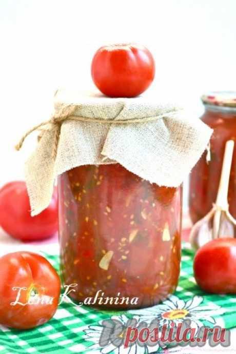 Los tomates rezannye con el ajo para el invierno - la receta de la foto Invito a preparar el acopio excelente - los tomates cortados con el ajo, para el invierno. Se puede usar tal acopio en invierno en calidad de la salsa a la carne, se puede añadirla en las sopas y las salsas. Se prepara completamente simplemente y rápidamente. Preparaba estos pomidorchiki en la multicocción, se puede claro y en la cacerola...