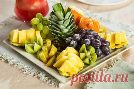 Фруктовая нарезка на праздничный стол: фото, идеи, как оформить фруктовую нарезку Красивая фруктовая нарезка: фото, идеи, как оформить фруктовую нарезку в домашних условиях? Красивый фруктовый стол, фруктовая тарелка, лучшая фруктовая нарезка в домашних условиях.