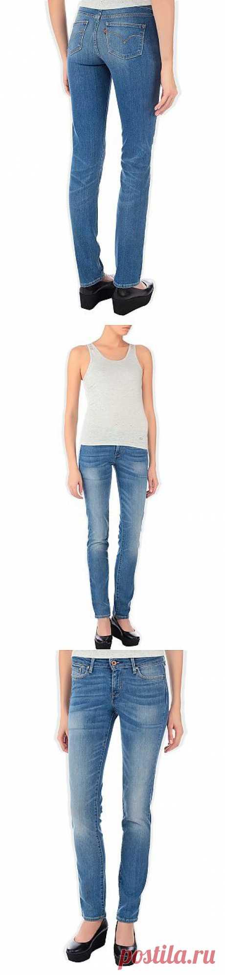 Великолепная классика от знаменитого производителя джинс Levi's - классическая модель с зауженным кроем. Идеальная посадка на любую фигуру - это фирменная черта джинс Levi's. Купить джинсы за 2 390 руб.