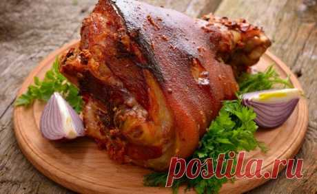 Простой рецепт свиной рульки в темном пиве под медовой глазурью, к праздничному столу на 8 Марта. Как приготовить в домашних условиях праздничный обед или ужин. Пошаговый рецепт свиной рульки в пиве под глазурью.