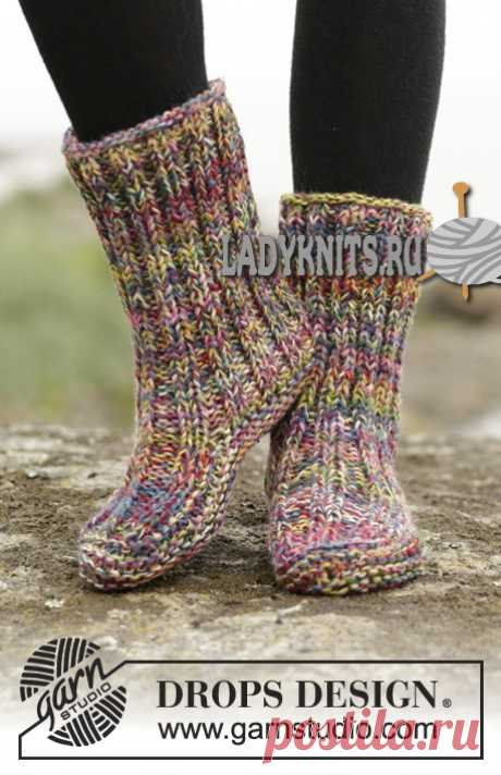 Knitted on two to spokes simple women's boots