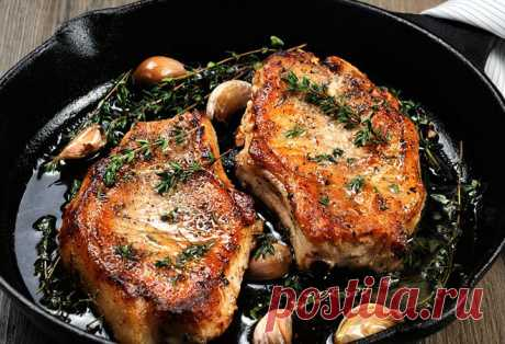 Свиные отбивные: секреты золотистой корочки Для получения идеальной свиной отбивной нужен хороший жар. Сковороду ставят на высокий огонь, раскаляют и непродолжительное время жарят отбивную при интенсивном нагреве, после чего...