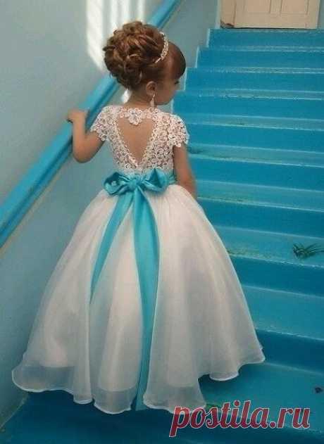 Маленькая принцесса...Как вам платье? 💙