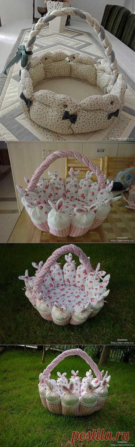 Пасхальная корзинка с кроликами. Лоскутное шитье.