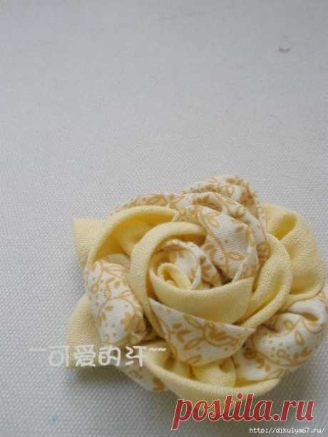 Двухцветный цветок-украшение из ткани