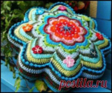 Красивые вязаные чехлы для подушек - схемы вязания крючком