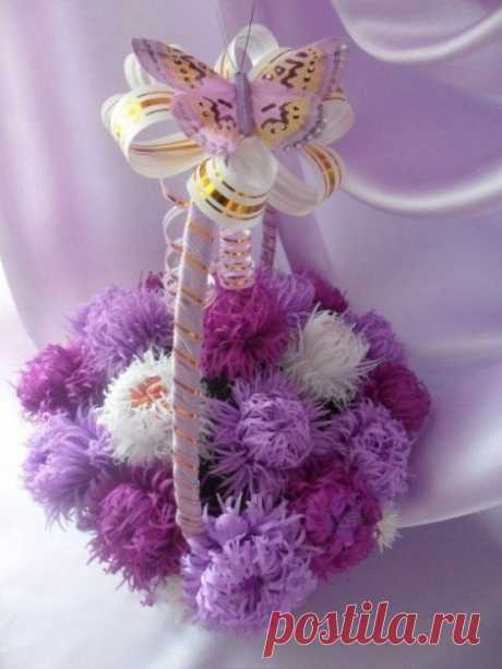 Basket with asters from candies. Interesting idea for a gift.