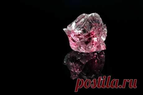 Розовый алмаз (бриллиант): как выглядит (звезда и пантера), свойства, цены, что влияет на стоимость, добыча, история