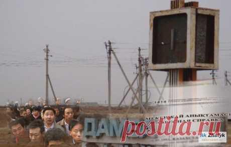 """В соцсетях появилась аудиозапись, в которой говорится, что житель пригородного села Дамба при продаже дома обнаружил, что у него прописаны 7 граждан Китая. """"АЖ"""" обратился за комментариями в ЦОН и в Департамент полиции."""