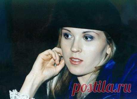 Две жизни скандальной звезды 1990-х Лики Стар: Что заставило певицу оставить сцену