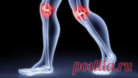 Болят колени, лечение народными средствами:   Если болят колени, нужно взять лист хрена, окунуть в кипяток, приложить  на 2-3 часа к коленям. Листья хрена хорошо вытягивают соли и боль  проходит. Курс лечения – 7 дней.   Если травмированы суставы на ногах: на ночь делать компрессы из  раствора хозяйственного мыла.   Возьмите денатурат и керосин в равных пропорциях, слейте в стеклянную  банку, положите туда 3-4 стручка свежего жгучего перца. Банку плотно  закройте, поставьт...