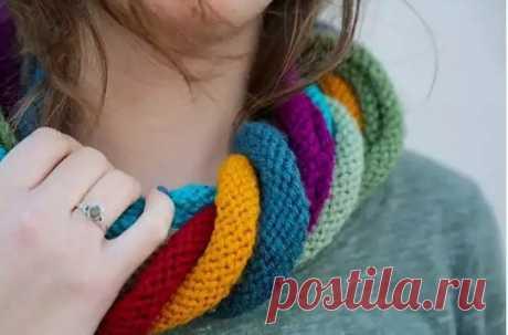 Оригинальный шарф спицами.