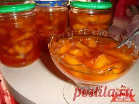 Варенье из персиков Ингредиенты Персики - 1 кг. Сахар - 1 кг.Способ приготовления Шаг 1 Персики хорошо помыть и нарезать на кусочки. Засыпать сахаром. Оставить на 1-2 часа, чтобы персики пустили сок. Шаг 2 Перемешать и поставить вариться на медленный огонь, постоянно мешать. Шаг 3 После того как закипит варить еще 10 минут. Шаг 4 Затем снять с огня и дать остыть. Шаг 5 После чего вновь ставим на огонь, доводим, помешивая до кипения, и варим минут 10. Шаг 6 Готовое варенье разлить
