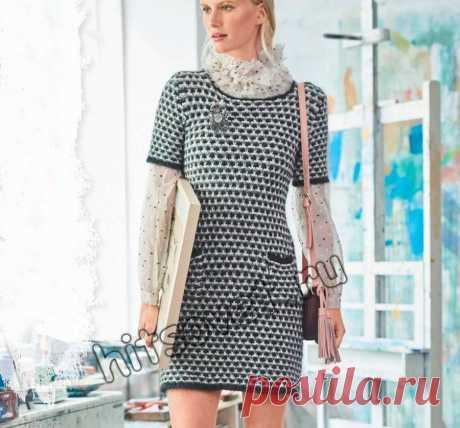 Короткое вязаное платье - Хитсовет Модное короткое платье вязаное спицами с узором со снятыми петлями с подробным описанием.