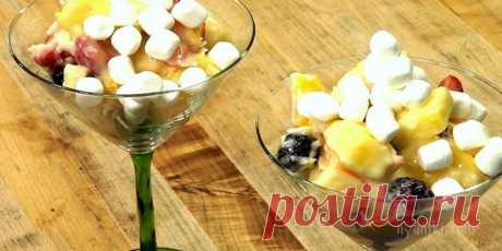 Гавайский фруктовый салат. Яркий, великолепный салат, в котором ванильный йогурт отлично дополняет вкус свежих сочных летних фруктов.