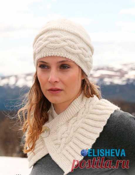 Ажурный комплект, состоящий из шапки и коротенького шарфика вязаный спицами