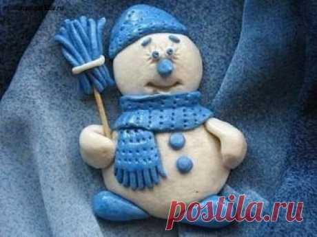 Лепим снеговика из солёного теста — Поделки с детьми