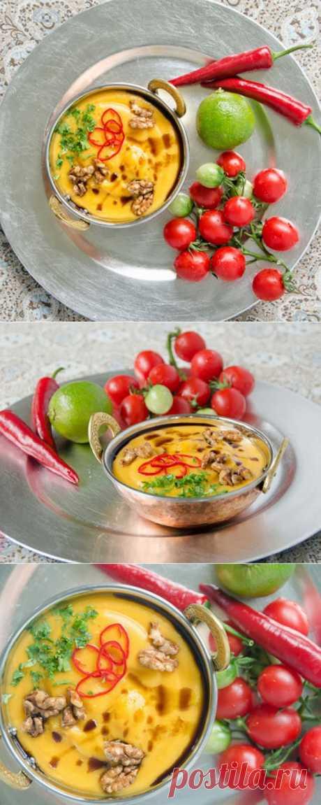 InVkus: Тыквенный суп с помидорами и грецкими орехами Сезон тыквы в разгаре. Игнорировать этот овощ будет весьма опрометчиво. Яркий, под стать огненной листве, полезный и необычайно вкусный. Из тыквы можно приготовить разнообразные блюда. Например, суп с томатами, грецкими орехами и имбирем. Кремовая структура, необычная композиция вкуса и бодрящий цвет. Пробуйте и наслаждайтесь!