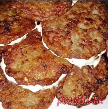 Liver fritters in smetanny sauce