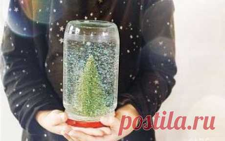 Fantastic jars - it is time to begin to trust in miracles!\u000a#новыйгод\u000aIt is required: \u000a- Glass jar \u000a- The distilled water \u000a- Liquid glycerin \u000a- Gloss \u000a- Models of fir-trees or other objects \u000a- Glue \u000aProduction: \u000a1. Using glue, attach figures on a cover of a glass jar. Allow them to dry completely. \u000a2. Fill to bank almost up to the top with the distilled water. Add liquid glycerin - it is used in order that spangles fell more slowly. \u000aYou determine quantity of spangles by the usm