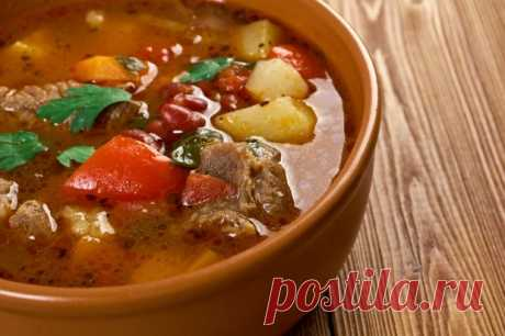 Суп с говядиной и сладким перцем. Отличный рецепт вкуснейшего супа с говядиной, болгарским перцем, картофелем, помидорами и ароматными специями.