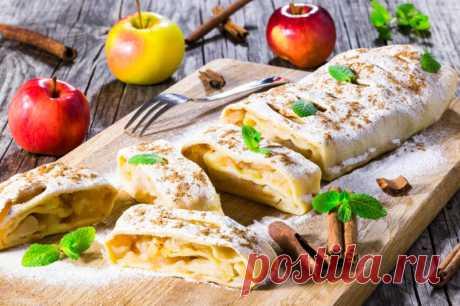 Венский штрудель. Рецепт этого десерта появился в Австрии в 1696 году. Его главная особенность — тонкое тесто и много пряной яблочной начинки.