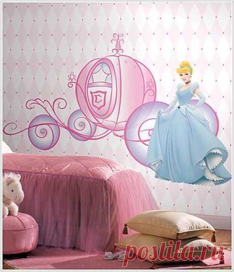 к кровати Royal Princess Carriage bed идеально пойдут в оформлении  стен наклейки всевозможных вариаций на тему сказочных принцесс. Идеи декоре детской