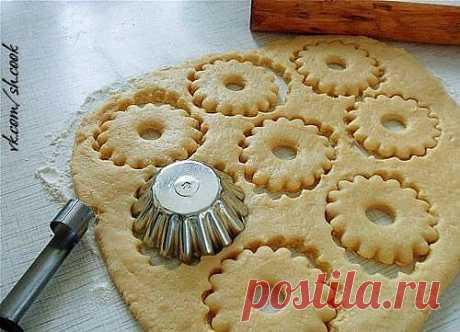 Быстрое песочное тесто для пирогов и печенек.