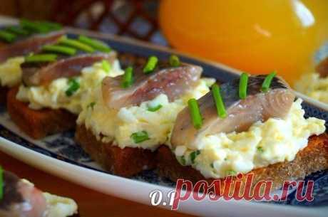 Как приготовить гренки с яйцом и селёдочкой. - рецепт, ингридиенты и фотографии