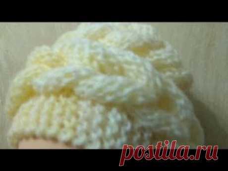 Вяжем спицами шапку с объёмными косами