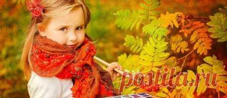 Художница осень радует своими яркими красками Художница осень. Рисует осень прекрасную картину, покрывая золотом деревья, раскрашивая нашу жизнь в яркие цвета и придавая ей особую прелесть.